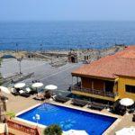 Pool, Solarium und Blick über die Plaza de Europa und den Atlantik