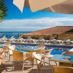 Pool Bar, Solarium und Blick über den Ozean